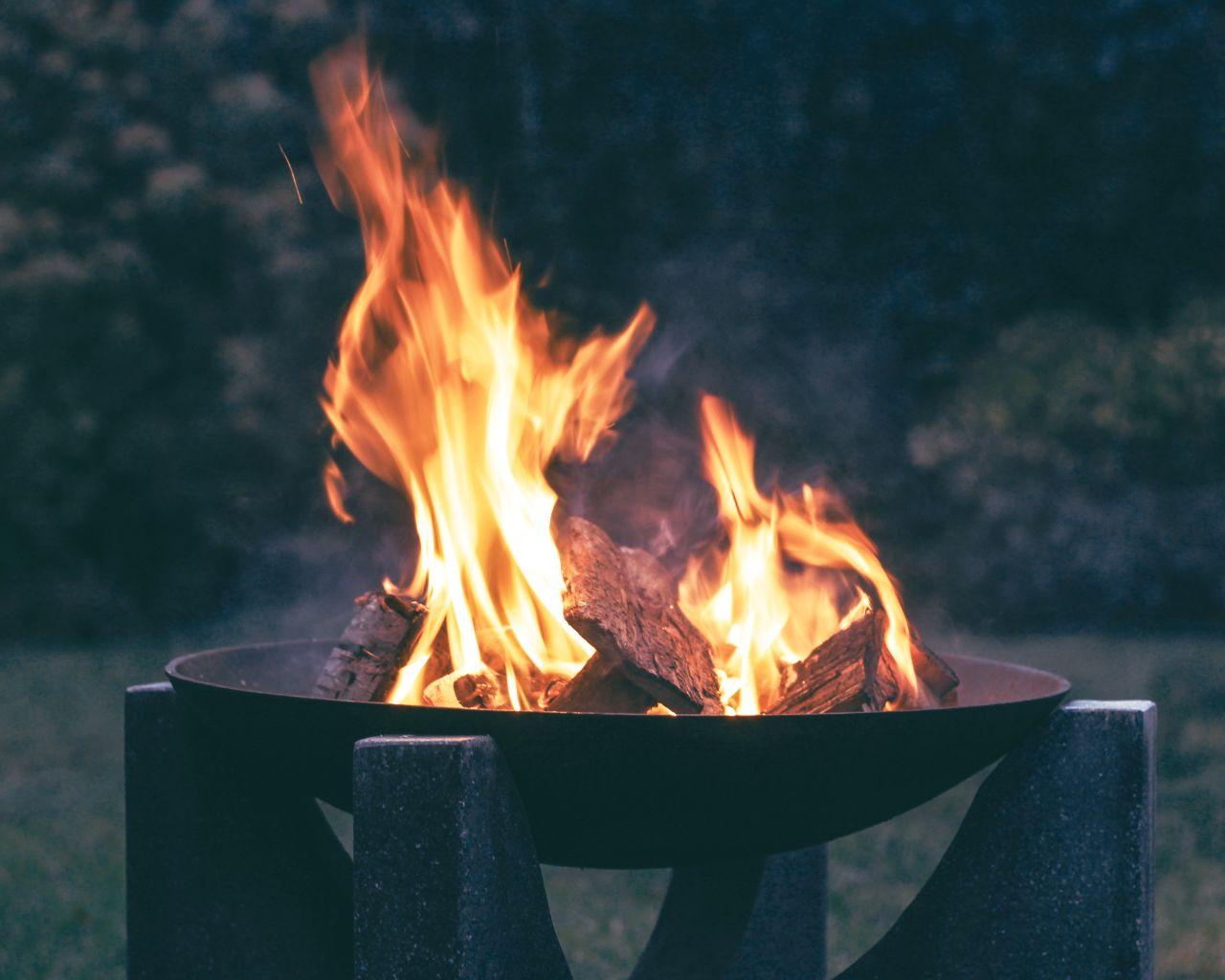 blaze-blur-bonfire-75253872 (1)
